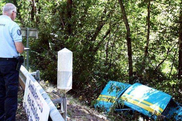 Le pilote a perdu le contrôle, après une série de virages.