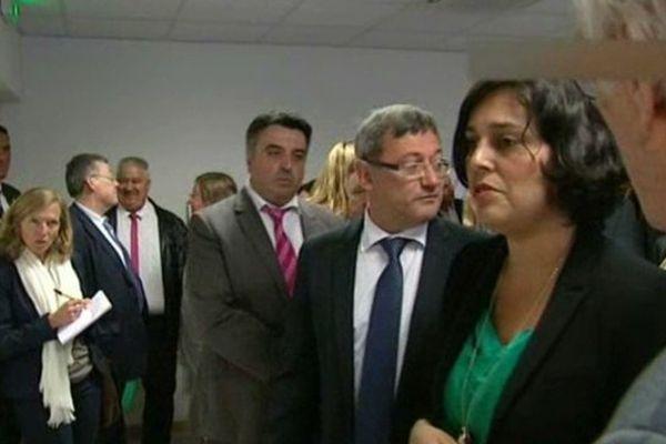 La secrétaire d'Etat Myriam El Khomri à Vierzon pour la signature d'un contrat de ville. A sa droite, Nicolas Sansu, maire PC de Vierzon (Cher)
