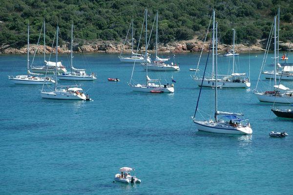 ILLUSTRATION - Bateaux au mouillage en Corse