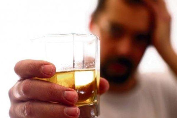 L'addiction à l'alcool est un fléau qui se révèle durant le confinement.