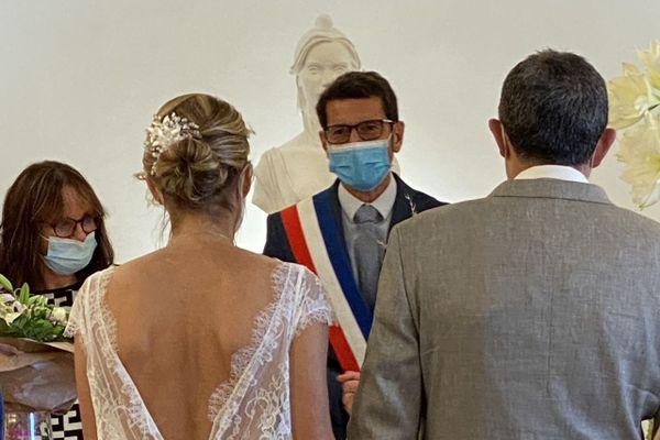 Les rassemblements familiaux de plus 30 personnes, comme les mariages, sont interdites dans des établissements recevant du public en Corse, en raison de la crise sanitaire.
