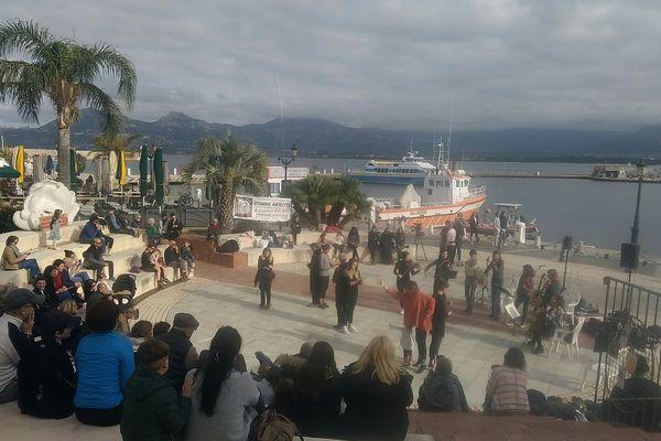 """Une manifestation """"artistique et musicale"""" en soutien aux femmes et enfants victimes de violences, organisée à l'amphithéâtre du port de Calvi, ce samedi."""