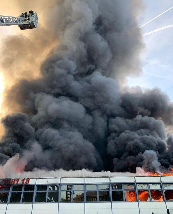 Les pompiers sont intervenus en nombre pour lors de cet incendie.