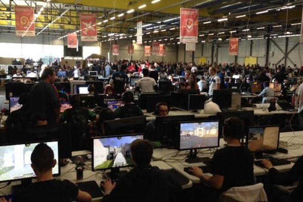 1 300 joueurs se sont inscrits à la plus importante Lan Party de France ce week end à Poitiers.