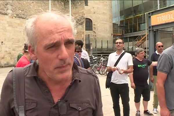 Philippe Poutou devant le tribunal de Bordeaux ce mardi