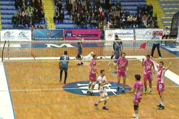 Les Sétois (en rose) fêtent leur victoire 3-0 face à Montpellier dans le derby de l'Hérault