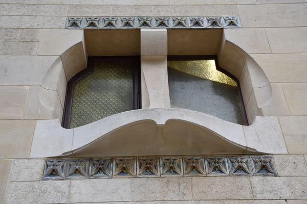 Des frises d'orchidées ceinturent quelques fenêtres de la Villa Majorelle à Nancy