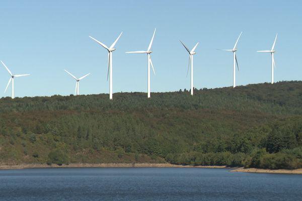 Les éoliennes ont été installées au sommet de la montagne noire, entre l'Aude et le Tarn.