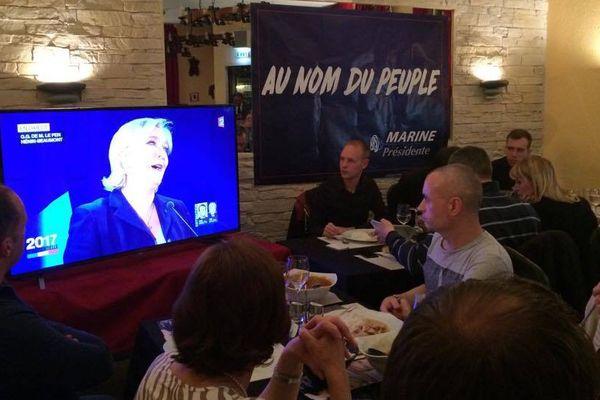Au QG de Marine Le Pen à Strasbourg, l'ambiance est conviviale