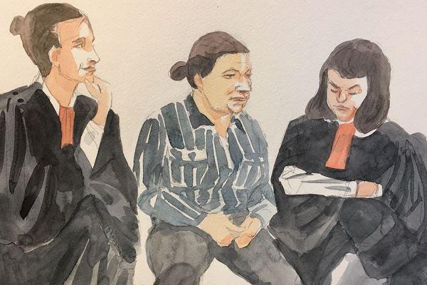 La mère du petit Tony, très anxieuse, était entourée de ses deux avocates.