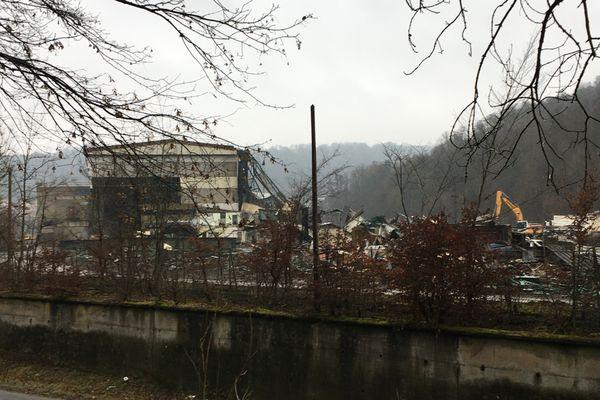 Train à fil de Herserange en cours de démolition.