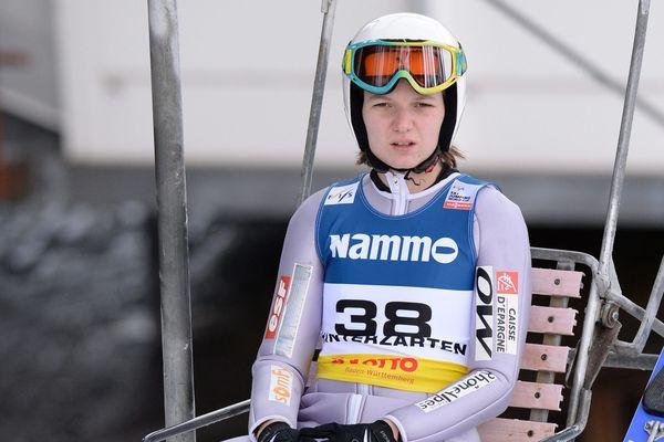 Julia Clair avant son saut à la Coupe du monde d'Hinterzarten (Allemagne) le 21 décembre 2013