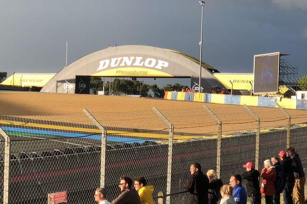 Le virage Dunlop est apprécié par beaucoup de spectateurs pour suivre les 24h du Mans
