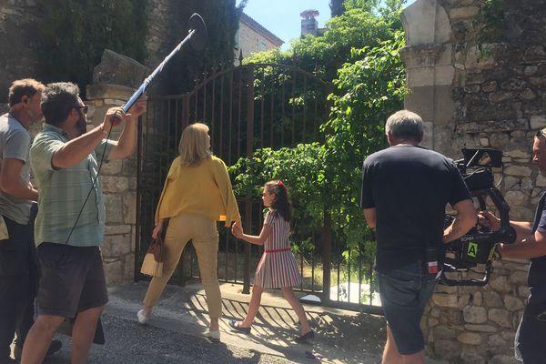 Dans le film de Nicolas Vanier, Julie Gayet joue Louise, une parisienne qui retourne vivre avec sa fille dans son village d'enfance - juin 2019