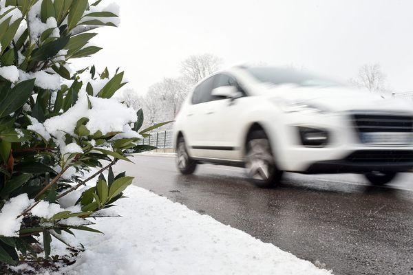 En Haute-Loire, en début de matinée, jeudi 10 janvier, les chaussées sont enneigées et/ou verglacées sur l'ensemble du réseau routier. (Photo d'illustration)