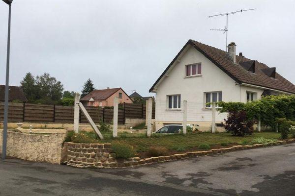 C'est dans cette demeure de Ville-sur-Lumes, à un peu plus de 5 kilomètres de Charleville-Mézières, que les enquêteurs entreprennent des fouilles pour retrouver le corps d'Estelle Mouzin