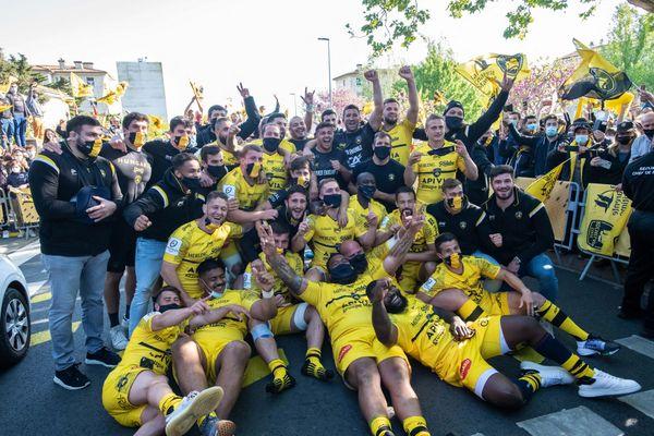 Le joueurs du Stade Rochelais explosent de joie après leur victoire face à Leinster (32-23).