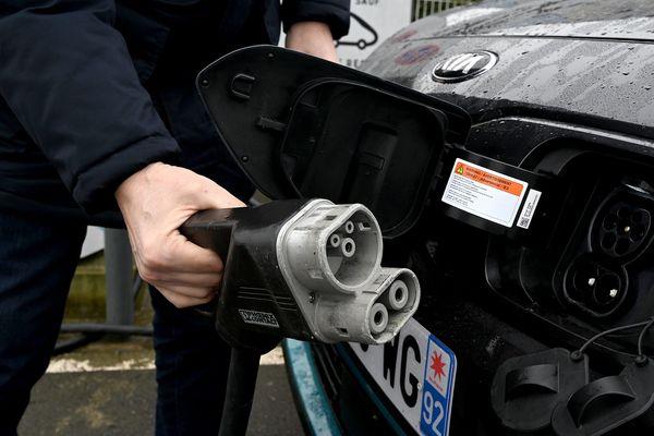 Avec plus de 190 bornes de rechargement hors service sur les autoroutes, les usagers devront bien planifier leur trajet.