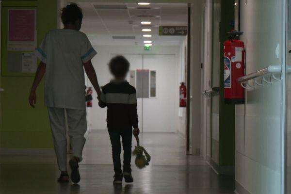 Dans l'unité médico-judiciaire pédiatrique du centre hospitalier d'Orléans.