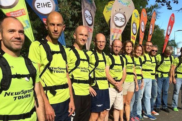 Les 12 meneurs d'allure du marathon de Tours avec leurs flammes