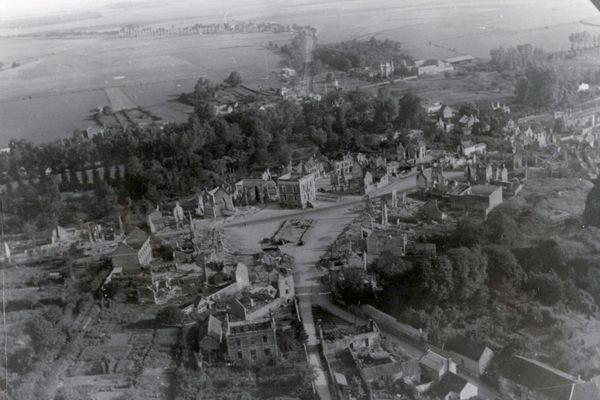 Photo aérienne d'Airaines dans la Somme, en 1940