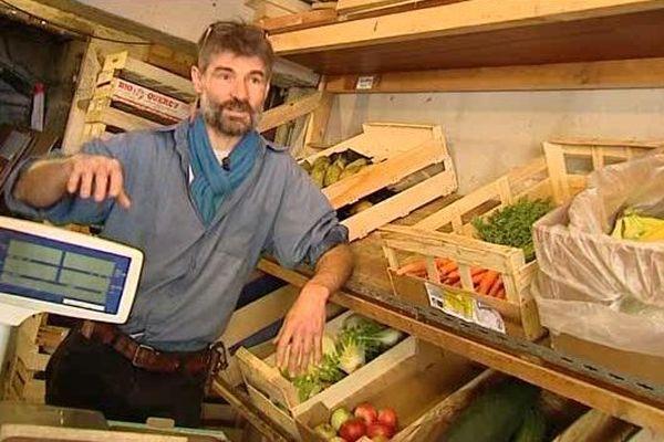 Depuis 6 ans, Yann Labuche sillonne la Nièvre pour ravitailler ses clients en produits bio et locaux.
