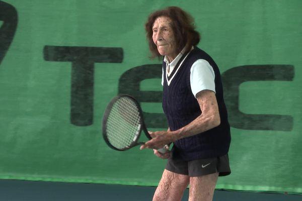 La doyenne du tennis mondiale est centenaire et elle est landaise