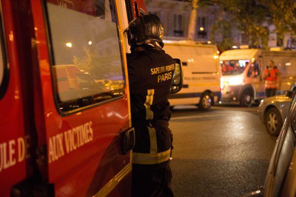 Un pompier de la BSPP en intervention le soir des attaques du 13 novembre 2015 à Paris (illustration).