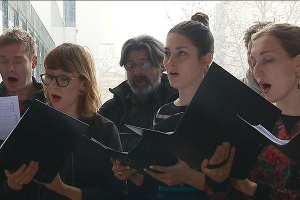 La chorale l'Arrach'coeur, a rendu hommage à Bartek à l'Université de Strasbourg