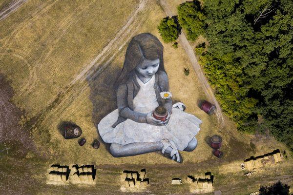 La dernière réalisation de l'artiste Saype en Russie