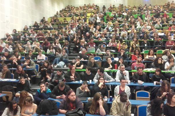 Les étudiants réunis dans l'amphithéâtre Tolbiac de Jean Jaurès le 3 avril.