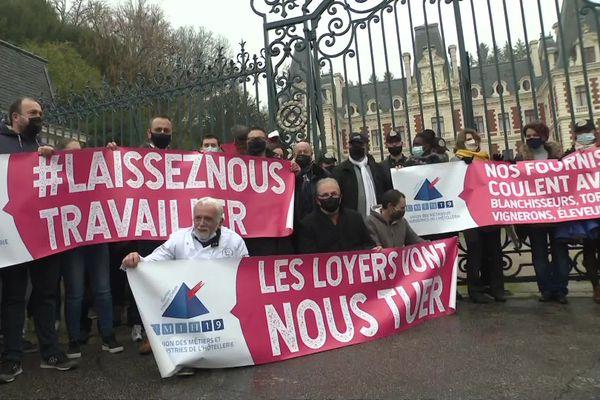 Les restaurateurs de la Corrèze ont manifesté mardi 1er décembre 2020 devant la préfecture de Tulle
