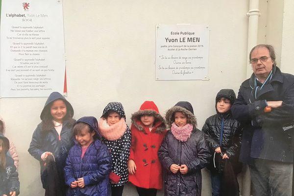 Yvon Le Men, à l'inauguration l'école primaire de la Roche Jaudy qui porte désormais son nom