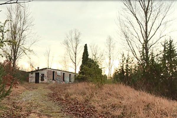 C'est dans cette maison isolée, sur la commune de Cambon-lés-Lavaur (Tarn) que Myriam Fedou Bonsirven a été emmenée, séquestrée et interrogée, avant que son meurtre soit commis.