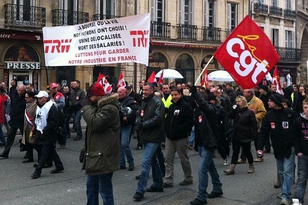 Les salariés de l'usine TRW manifestent à Dijon
