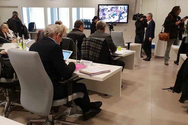 Le conseil municipal de Grenoble a commencé ce lundi à 15 heures.