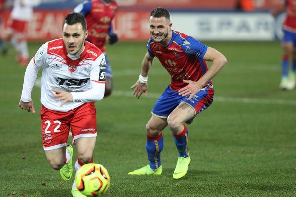 Tony Mauricio (à gauche) veut quitter Valenciennes pour filer à Lens.