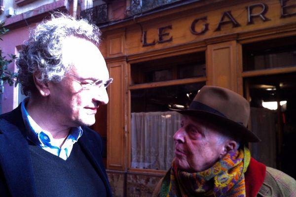 Daniel Cordier, sur les traces de sa première rencontre à LYon avec Jean Moulin, dans le restaurant Le Garet. A ses côtés, Georges-Marc Benamou, co-scénariste du film.