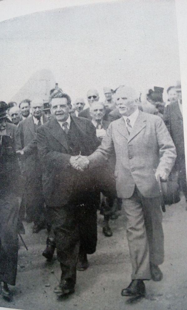 Edouard Herriot accueilli à son retour à Lyon par Justin Godart, en mai 1945