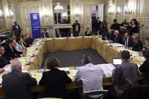 La réunion a débuté vers 18h30