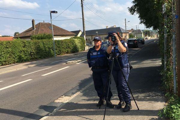 Policières municipales  en opération de contrôle à Saint-Pierre les Elbeuf (Seine-Maritime) - Archives