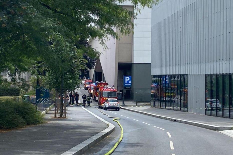 Rennes : Après l'incendie, le parking Charles de Gaulle en cours de désenfumage