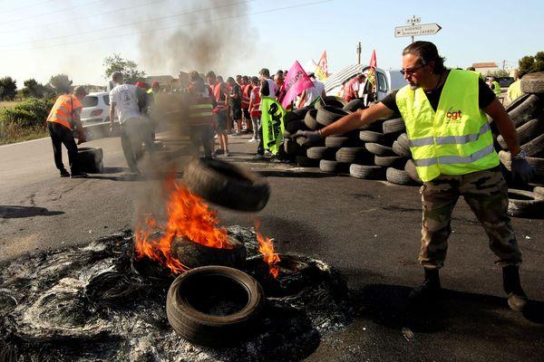 Des manifestants de la CGT bloquent ce matin le dépôt pétrolier de Fos-sur-Mer