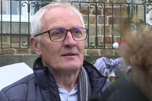 Michel Richard, maire de Tessy Bocage, a été agressé par des personnes qui vandalisaient les décorations de Noël