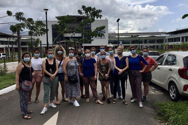 Les personnels soignants à leur arrivée mercredi 15 juillet à l'aéroport de Cayenne. Ils viennent prêter main-forte aux hôpitaux guyanais confrontés au pic d'épidémie du coronavirus