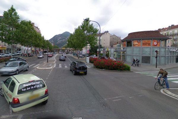 Le Mac Donald de l'Aigle sur le Cours Jean-Jaurès à Grenoble où l'agression s'est produite dimanche 6 octobre 2019 vers 23h.