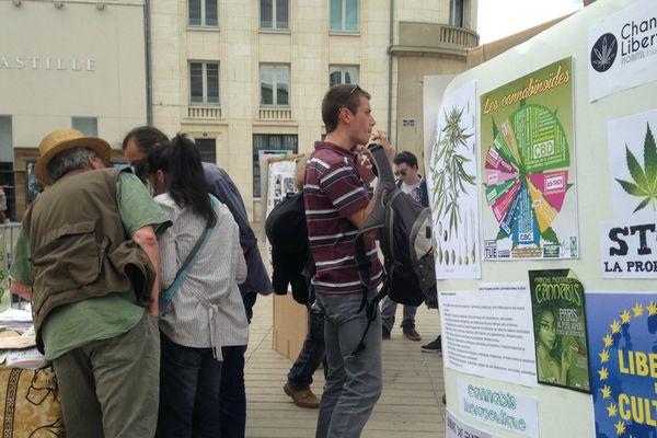 La Marche mondiale du cannabis à Poitiers.