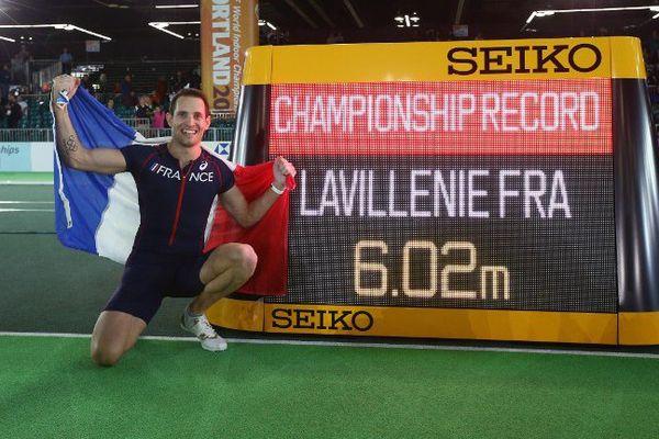 Dans la nuit du 17 au 18 mars 2016, Renaud Lavillenie a remporté son deuxième titre de champion du monde en salle de saut à la perche avec un bond à 6,02 m, record de la compétition.
