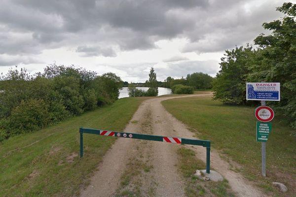 Le lac de Hommes, où un baigneur est portée disparu.