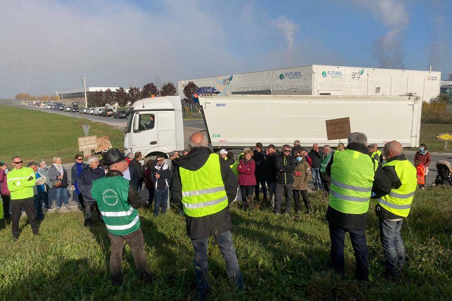 Marne : cinq communes manifestent contre les nuisances des camions de betteraves
